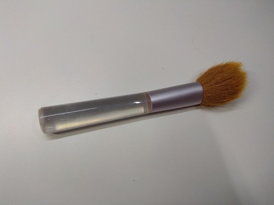 (FREE with purchase) makeup brush