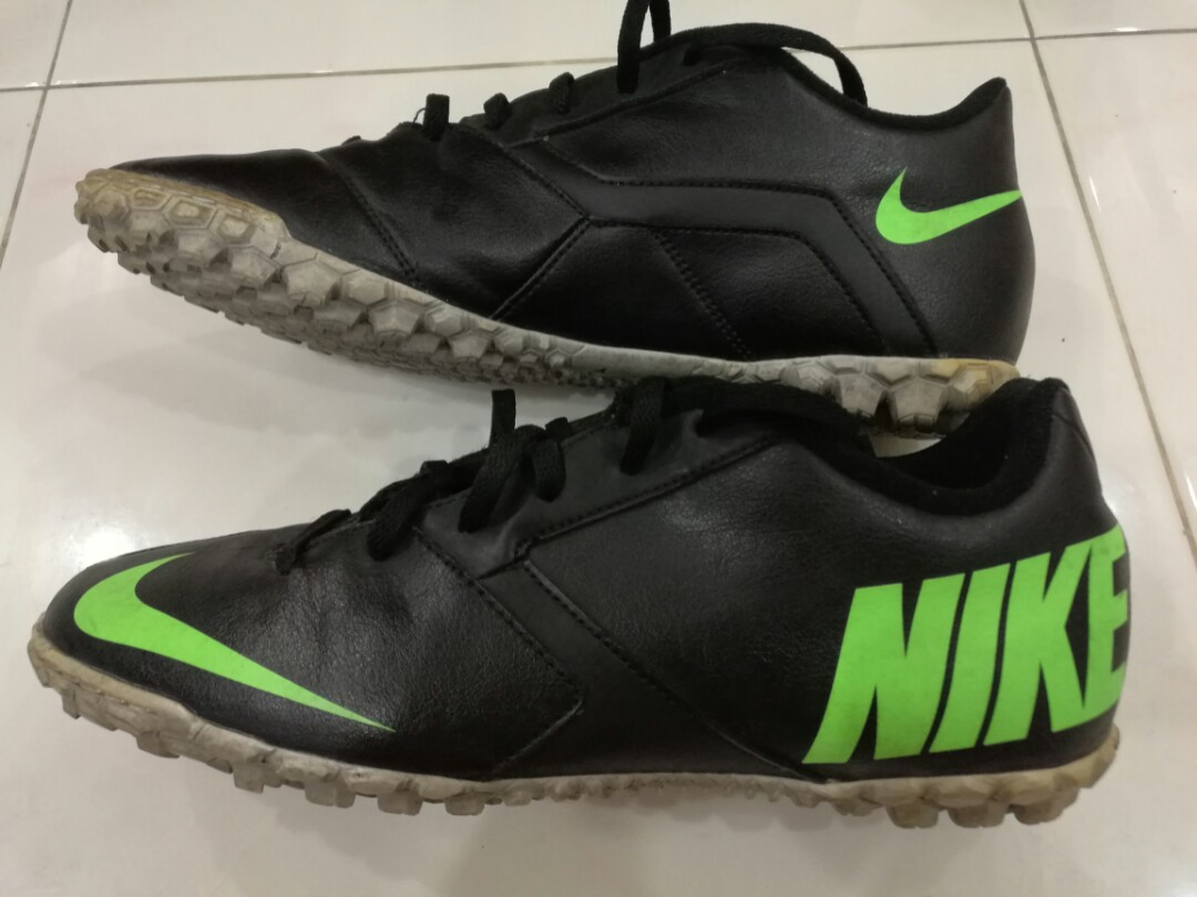 0163b4790 Nike Futsal Soccer Football Turf Boots Astro