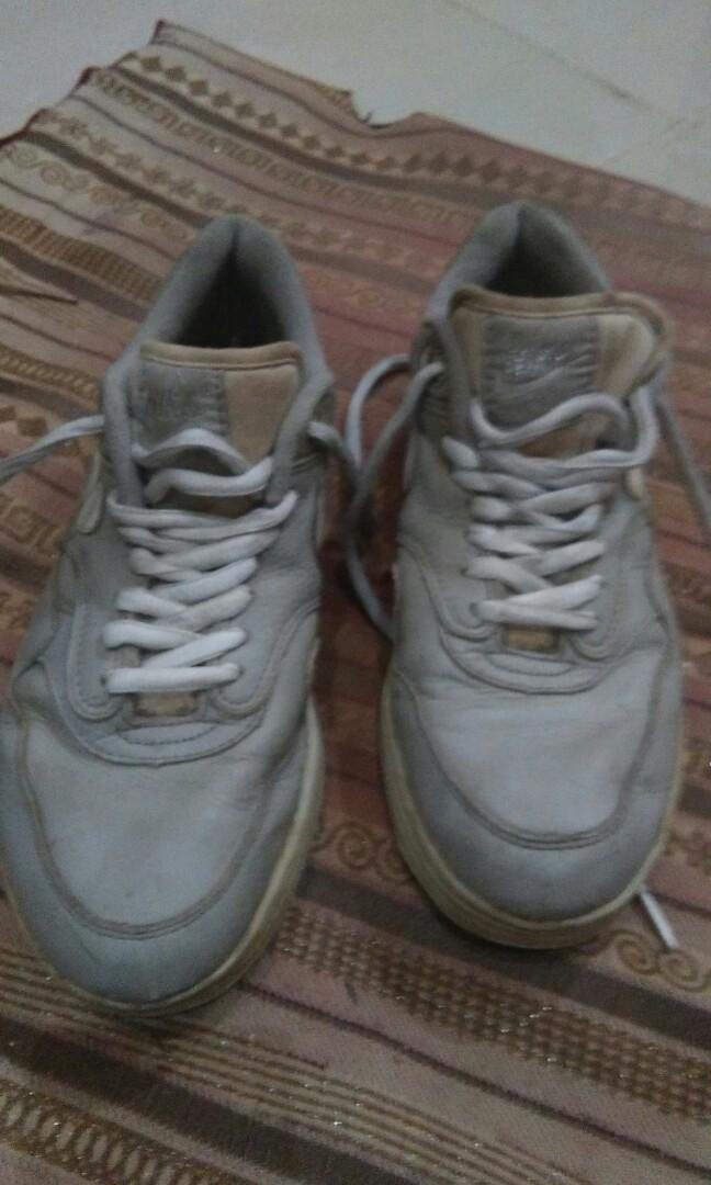Sepatu Nike Air Asli Kulit 42 Preloved Fesyen Pria Di Carousell