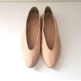 ZARA女神杏色皮革平底鞋