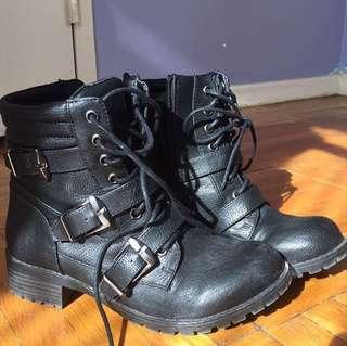 *PRICE DROPPED* Black combat boots