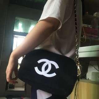 Instock! CHANEL Makeup Fur Clam Shell Style Gold Chain Sling Bag (Black - White Logo) PO111700200 *GWP* + FREE Post! (1)
