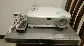 投影機+播放器+重低音喇叭