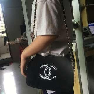 Instock! CHANEL Makeup Fur Clam Shell Style Gold Chain Sling Bag (Black - Black Logo) PO111700200 *GWP* + FREE Post! (1)