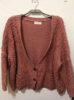韓妞乾燥玫瑰粉厚針織排釦罩衫外套