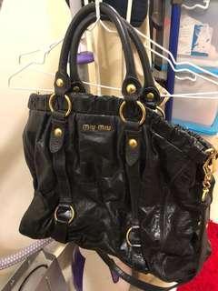 Miu Miu black Leather bag shoulder/ cross body 黑色真皮女裝手袋 原價$13000