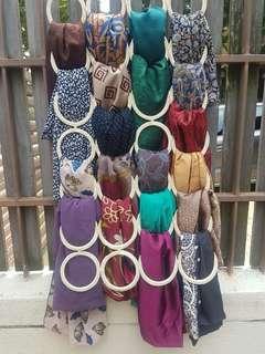 Preloved square shawls to letgo
