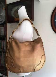 Prada (古銅金)荔枝牛皮托特包(荔枝皮面很漂亮!很耐用!最重要的是輕鬆背、容量大!(特價活動~9月底!)