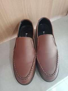 sepatu kulit - leather shoes