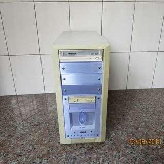雙核心 桌上型電腦 (故障品) 不包含硬碟 (自取)