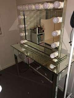 Mirrored makeup mirror and table
