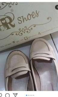 Br shoes cream 40