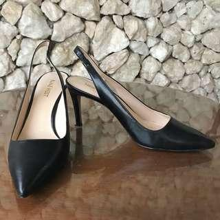 Heels hitam nine west size 6 1/2