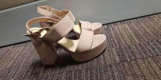 Free shipping!! Original Charles and Keith Platform Sandals