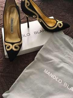 Manolo blahnik worn once black with gold size 5.5