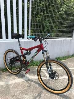 Santa cruz heckler full suspension bike