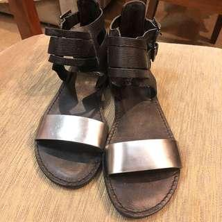 Vince Camuto preloved sandals size US6 selling low at P2k to make space. Good as new check the sole swipe left
