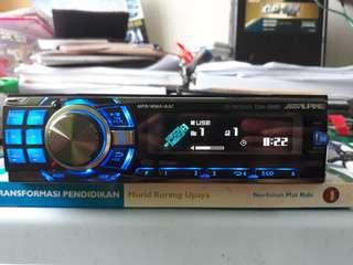 Alpine CDA 9886 car radio
