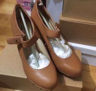 🚚 🎊Big Sale➕全新達芙妮高跟鞋