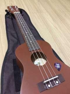 UKULELE W/ CASE & PICK