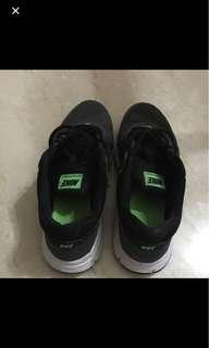 *CLEARING* NIKE REVOLUTION 2