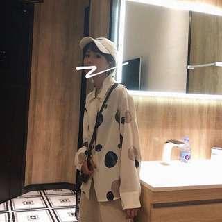 🚚 《早衣服》9月秋🎑印上片星河可愛圓形卡通印花寬鬆上衣襯衫(預)