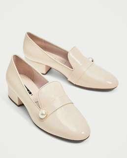 🚚 Faux Patent Loafer with Faux Pearl