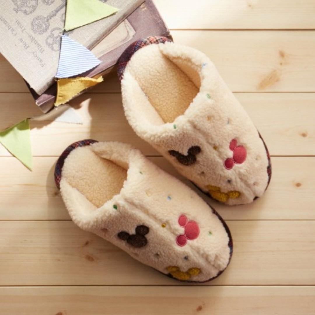 557fb7d82c2c4 Japan Disney Mickey Mouse motif Easy to Wear Room Slipper