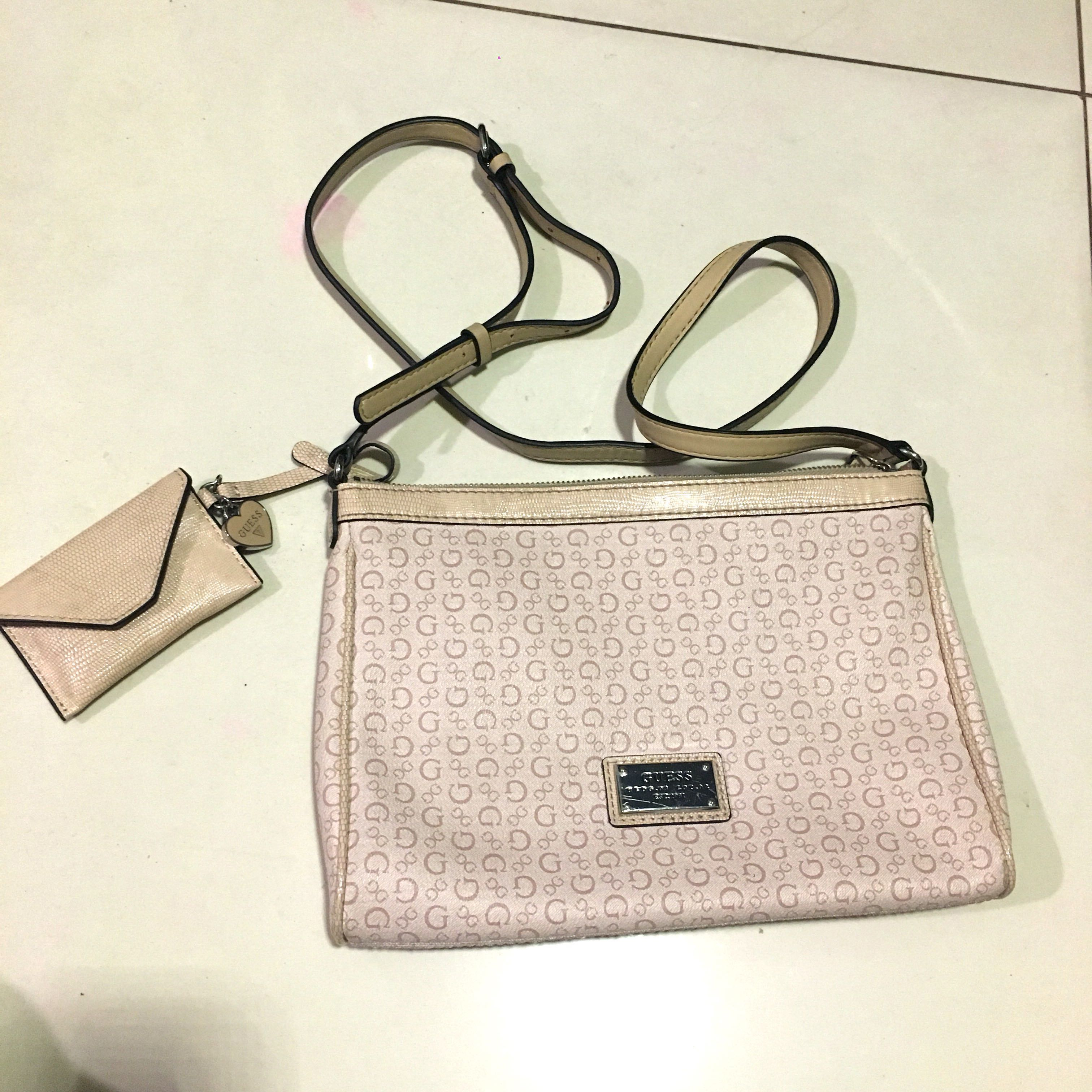 ❗️SUPER STEAL❗️GUESS Sling Bag 7422692d4e14f