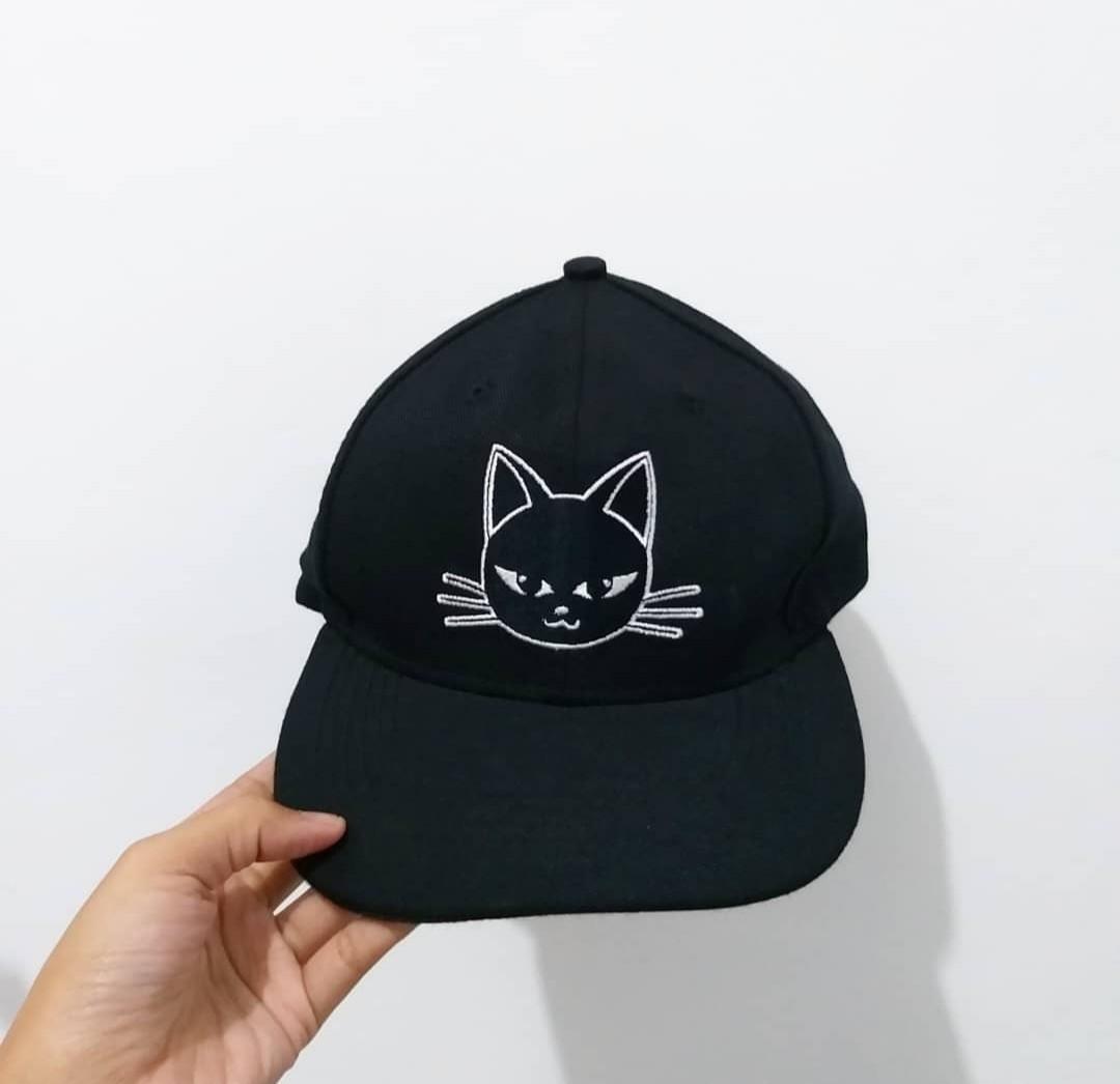 Topi snapback kucing hitam 08d4a85035