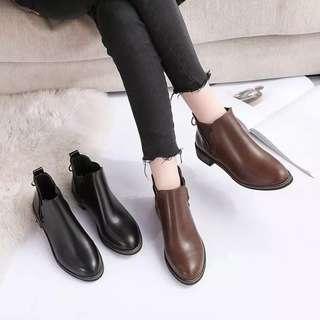 Booties female spring Martin boots female British wind students Korean version of the wild retro flat short boots