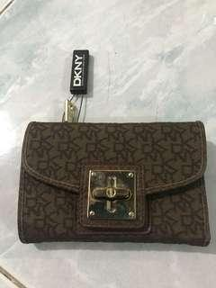 original DKNY wallet BN with tag