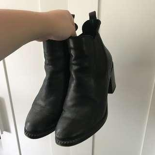 Solective boots