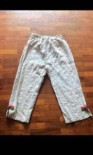 UK14-18 Jap crop Pants with daisy embroidery *NO NEGO & TRADES!
