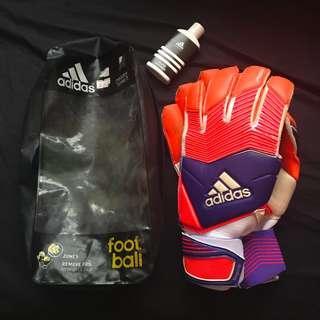 $70 FAST DEAL Adidas Predator Zones Goalkeeper Gloves