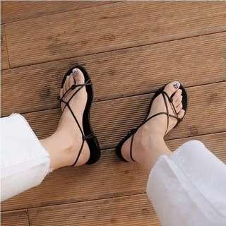 🚚 黑色羅馬時尚低跟夾腳鞋