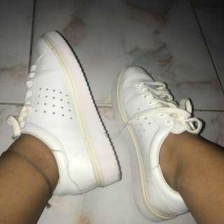 Sepatu Putih Mango uk.37