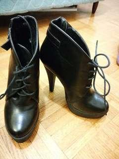 Black leather heels size 5.5/6