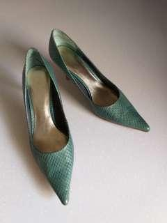 Nine West Pointed Green Kitten Heels