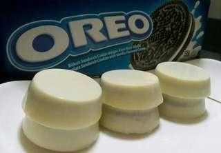 OREO SANDWICH COATED WITH WHITE AND DARK CHOCOLATE