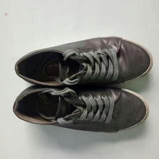 Airwalks sneakers gold