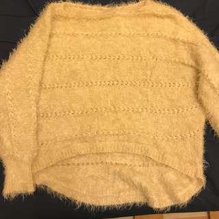 寬版米色毛衣