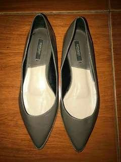 Zara Closed Shoes size 39