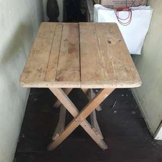 FOLDABLE WOOD TABLE