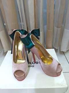 🚚 全新momoco粉色緞面蝴蝶結高跟鞋