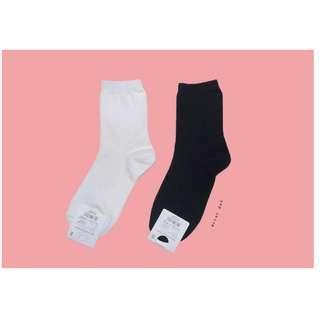 。error dot。韓國製全黑全白素面素色襪子