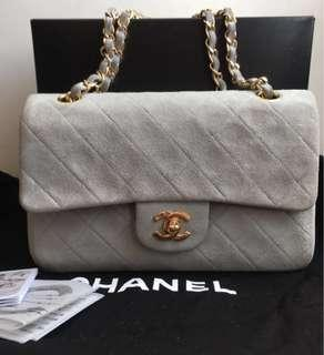 Chanel (大象灰)銀錬雙蓋2.55Co Co包(#Chanel2.55包包裏,此款顏色為vip色系~稀有、難得一見的收藏品!值得您擁有~(9月特價!)