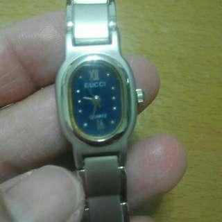 🚚 精美的手錶沒有電了,自行修理哦