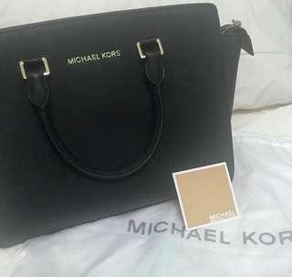 🚚 Michael Kors Black Selma Large