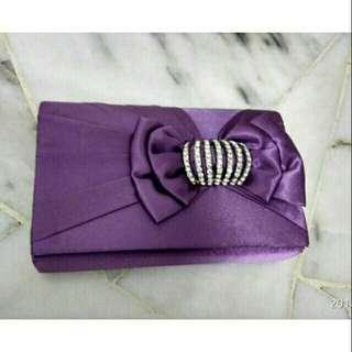 *FREE DELIVERY to WM only / Ready stock* Ladies dinner clutch 18*10cm each as design / color purple.  Free delivery is applied for this item.